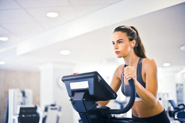 Können Sie gleichzeitig Muskeln aufbauen und Fett verbrennen?